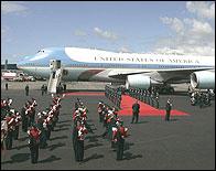 Recibimiento al Air Force One en un viaje oficial