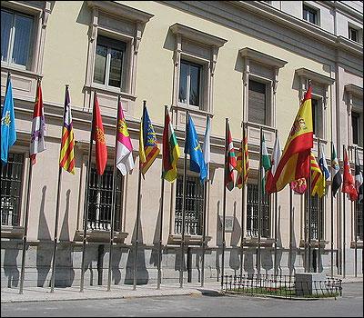 Banderas de España y las autonomías