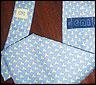 Una corbata con el logo del CNI
