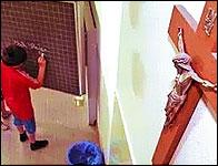 Un crucifijo en una escuela