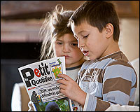 Niños leyendo el Petit Quotidien