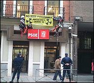 Greenpeace en la sede del PSOE