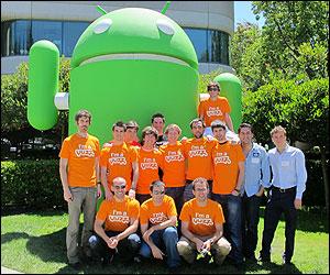 Guillermo con un grupo de jóvenes Yuzz en Silicon Valley