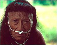 Un miembro de la tribu Yora en Perú
