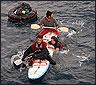 Los inmigrantes en la tabla antes de ser rescatados