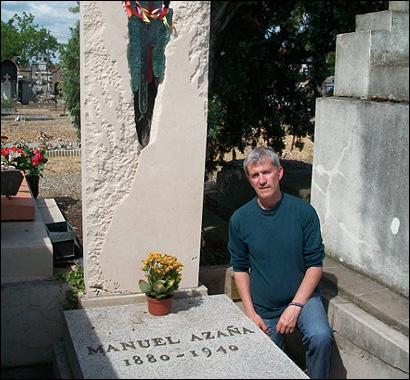 David Mathiesen en la tumba de Azaña