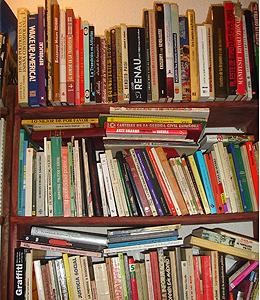 Libros sobre propaganda del archivo de R.A.