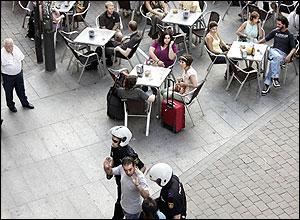 Una redada en una plaza