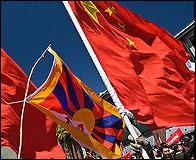 Banderas y pancartas de Tibet y China